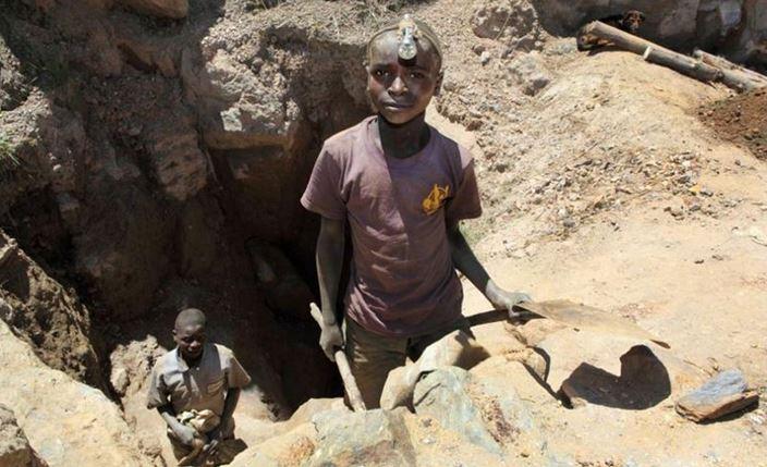 Estrazione del Coltan - Il Coltan è un minerale usato per produrre gli smartphone
